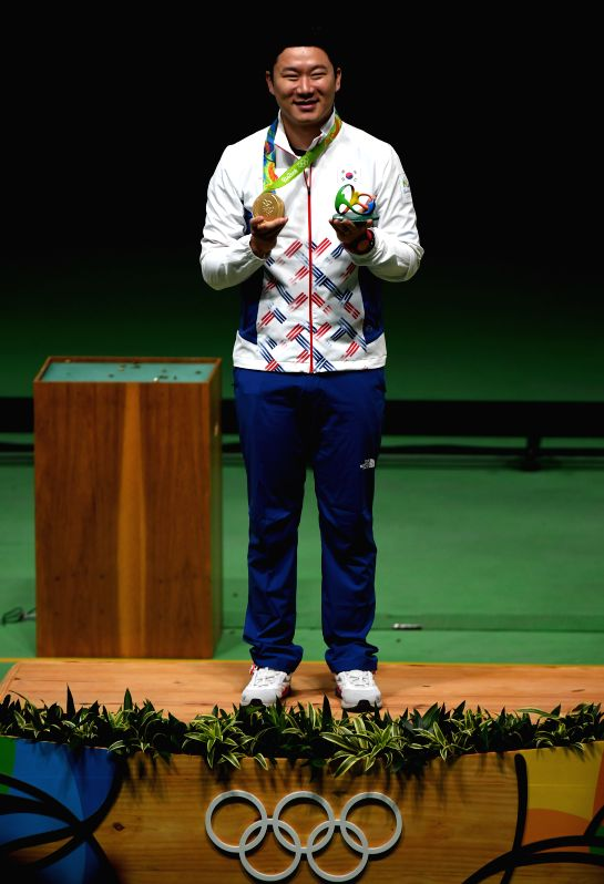 RIO DE JANEIRO, Aug. 10, 2016 - Jin Jongoh of South Korea celebrates at the awarding ceremony of the 50m pistol shooting men's final at the 2016 Rio Olympic Games in Rio de Janeiro, Brazil, on Aug. ...