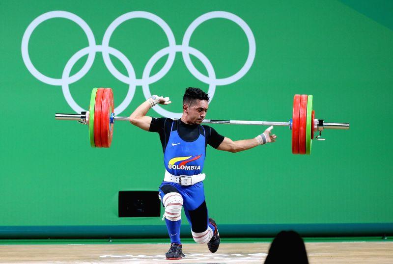 RIO DE JANEIRO, Aug. 7, 2016 - Habib de Las Salas de la Rosa of Colombia fails during the men's 56kg final of weightlifting at the 2016 Olympic Games, in Rio de Janeiro, Brazil, on Aug. 7, 2016. ...