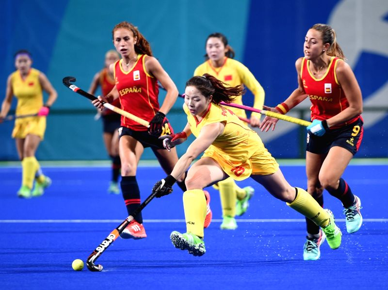 RIO DE JANEIRO, Aug. 8, 2016 - Peng Yang (front) of China competes during a women's group match of hockey between China and Spain at the 2016 Rio Olympic Games in Rio de Janeiro, Brazil, on Aug. 8, ...