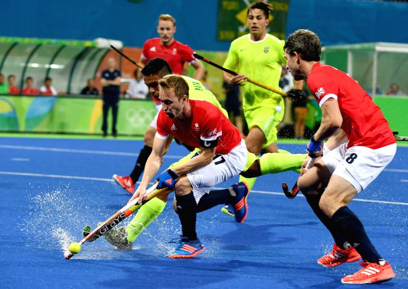 RIO DE JANEIRO, Aug. 9, 2016 - Barry Middleton (front L) of Great Britain competes during the men's hockey pool A match between Brazil and Great Britain at the 2016 Rio Olympic Games in Rio de ...