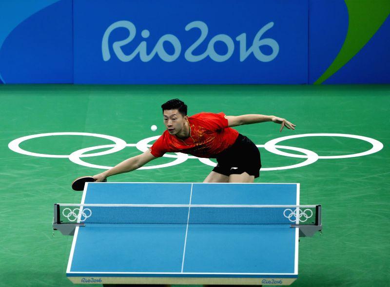RIO DE JANEIRO, Aug. 9, 2016 - China's Ma Long competes against Nigeria's Quadri Aruna during a men's singles quarterfinal match of table tennis at the 2016 Rio Olympic Games in Rio de Janeiro, ...