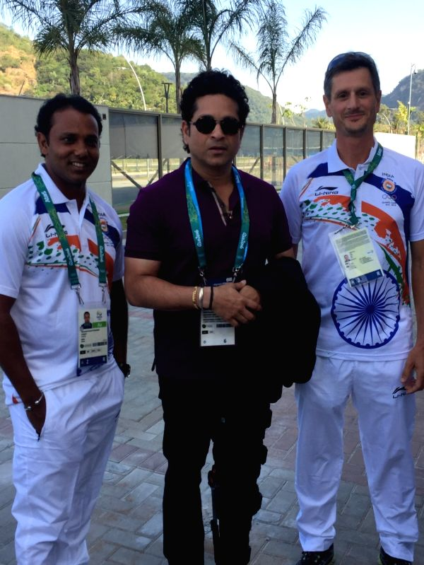 Rio De Janeiro: Former Indian cricketer Sachin Tendulkar with Golfer SSP Chawrasia and his caddie at the Games Village in Rio de Janeiro on Aug. 6, 2016. - Sachin Tendulkar