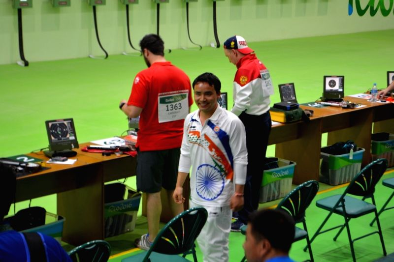 Rio De Janeiro: Indian shooter Jitu Rai in action at the qualifying round of 10m Air Pistol event in Rio de Janeiro on Aug. 6, 2016. - Jitu Rai