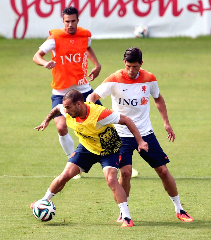 Robin van Persie (Top), Klaas Jan Huntelaar and Wesley Sneijder of the Netherlands take part in a training session at The Flamenco Football Stadium in Rio de .