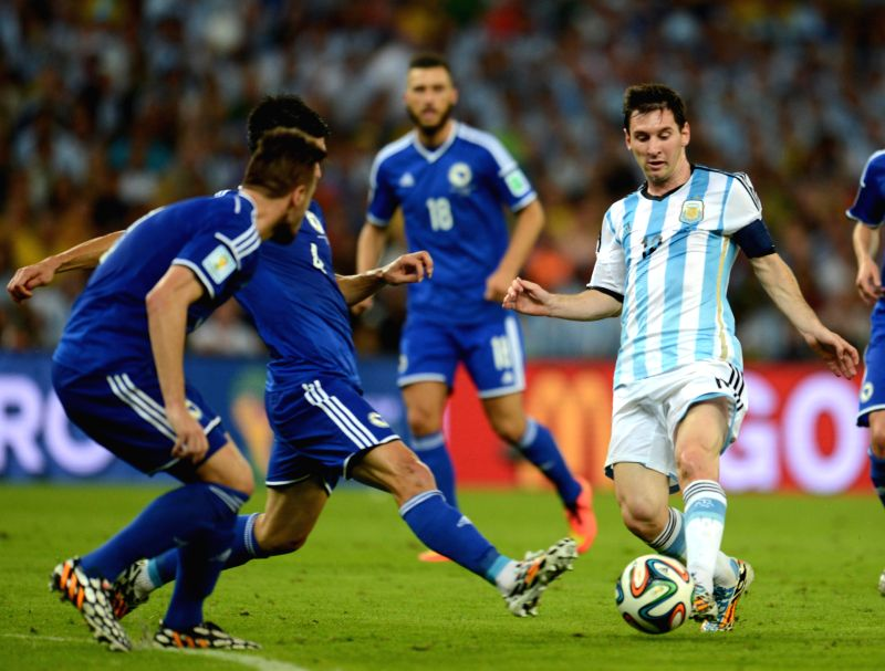 Argentina's Lionel Messi (R) dribbles during a Group F match between Argentina and Bosnia and Herzegovina of 2014 FIFA World Cup at the Estadio de Maracana ..