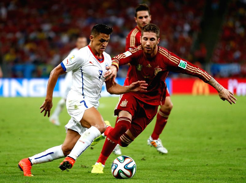 Chile's Alexis Sanchez (L) vies with Spain's Sergio Ramos during a Group B match between Spain and Chile of 2014 FIFA World Cup at the Estadio do Maracana ...