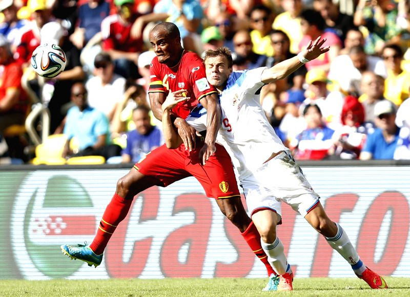 Belgium's Vincent Kompany (L) vies with Russia's Aleksandr Kokorin during a Group H match between Belgium and Russia of 2014 FIFA World Cup at the Estadio do