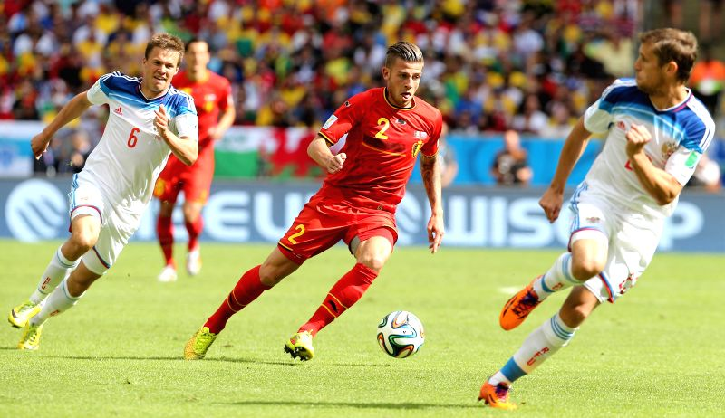Belgium's Toby Alderweireld (C) runs with the ball during a Group H match between Belgium and Russia of 2014 FIFA World Cup at the Estadio do Maracana Stadium ..