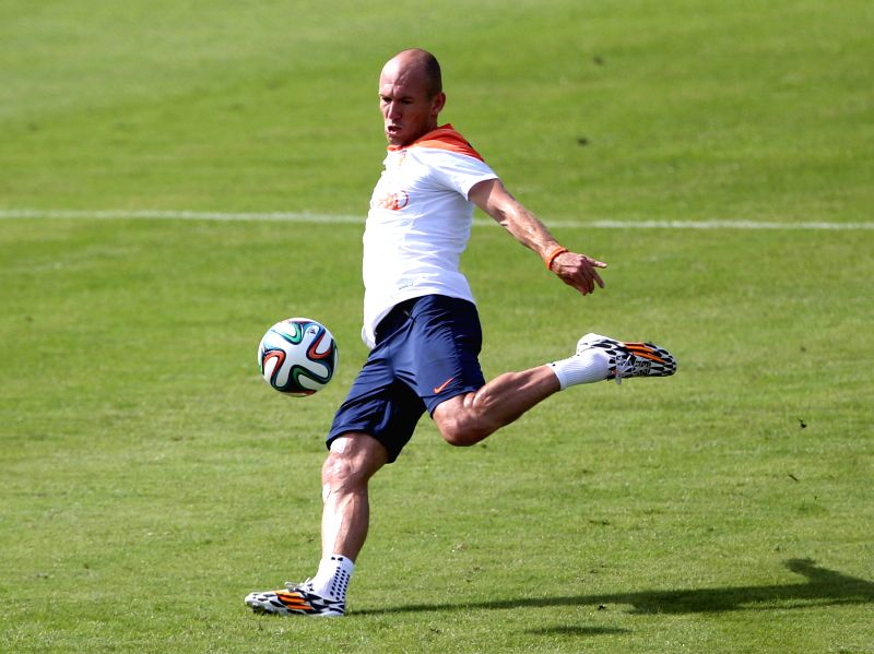 Netherlands' Arjen Robben kicks the ball in a training session in Rio de Janeiro, Brazil, June 26, 2014.