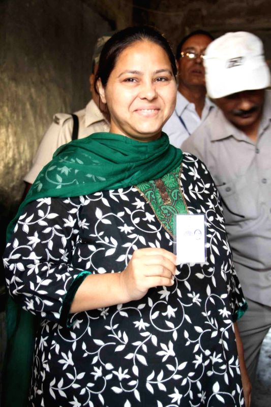 RJD leader Misa Bharti arrives to cast her vote during the third phase of Bihar assembly polls in Patna on Oct 28, 2015.
