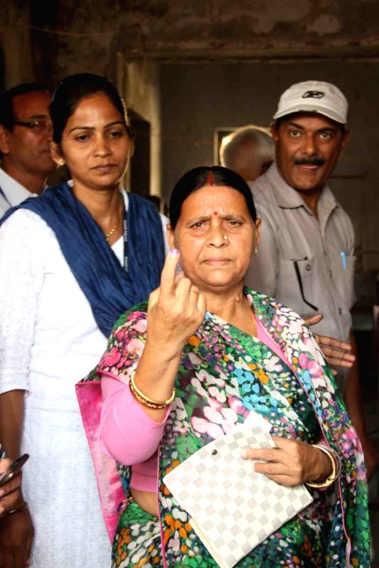 RJD leader Rabri Devi show her fore finger marked with phosphorous ink after casting her vote during the third phase of Bihar assembly polls in Patna on Oct 28, 2015.