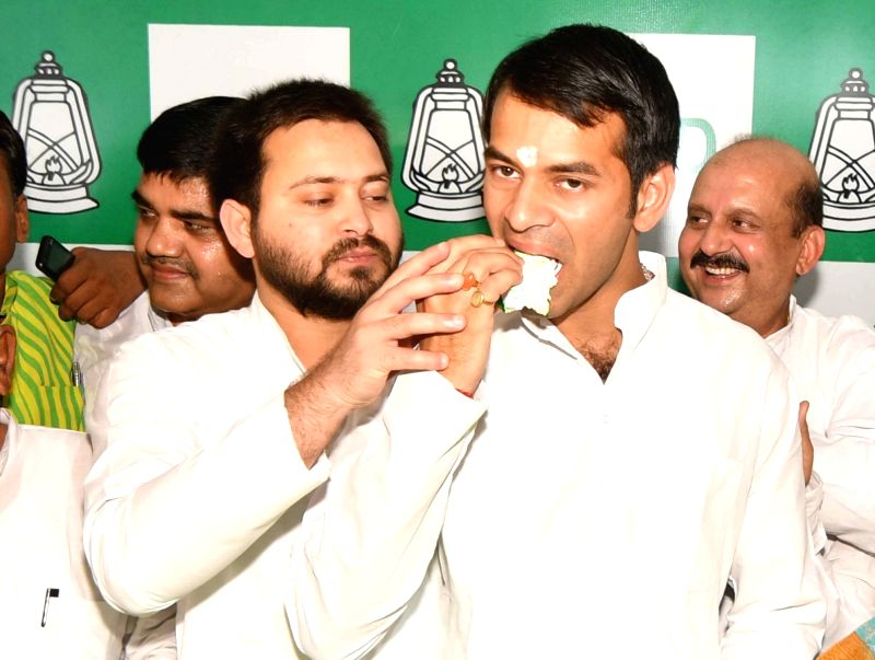 RJD leaders Tej Pratap Yadav and Tejaswi Yadav along with party workers celebrate the 71st birthday of former Bihar Chief Minister and RJD chief Lalu Prasad, in Patna on June 11, 2018. - Tej Pratap Yadav and Tejaswi Yadav