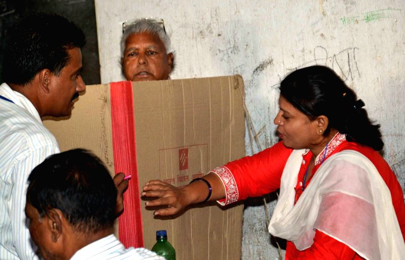 RJD supremo Lalu Prasad Yadav cast his vote during the third phase of Bihar assembly polls in Patna on Oct 28, 2015.