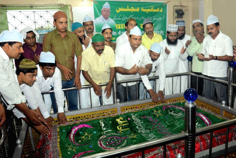 RJD workers pray for speedy recovery of party chief Lalu Prasad Yadav at a `mazar`  in Patna on Aug 28, 2014. Yadav underwent a marathon six-hour-15-minute-long surgery at a Mumbai Hospital to treat . - Lalu Prasad Yadav