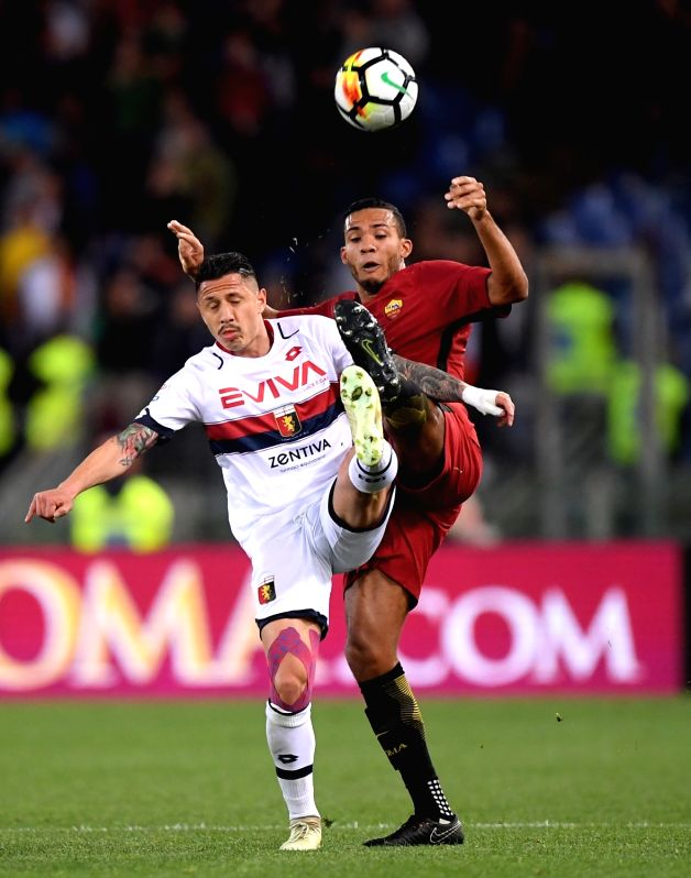 ROME, April 19, 2018 - Genoa's Gianluca Lapadula (L) competes with Roma's Juan Jesus during a Serie A soccer match between Roma and Genoa in Rome, Italy, April 18, 2018. Roma won 2-1.