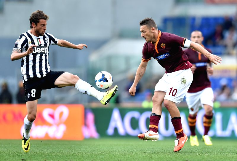 Claudio Marchisio (L) of Juventus vies with Francesco Totti of Roma during their Italian Serie A soccer match in Rome, Italy, on May 11, 2014. Roma lost 0-1.