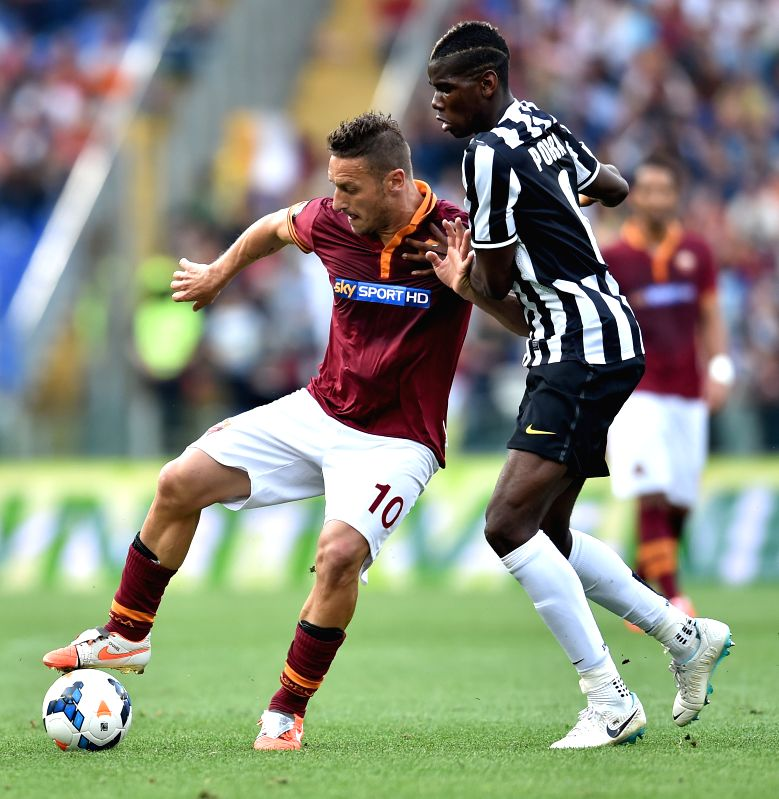 Paul Pogba (R) of Juventus vies with Francesco Totti of Roma during their Italian Serie A soccer match in Rome, Italy, on May 11, 2014. Roma lost 0-1.