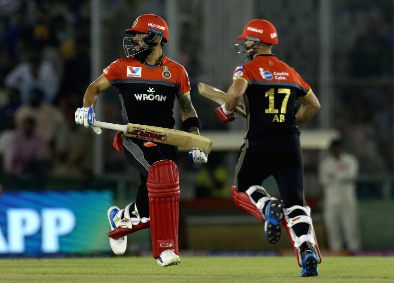 Royal Challengers Bangalore's AB de Villiers and Virat Kohli. (Photo: Surjeet Yadav/IANS)