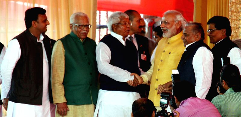Prime Minister Narendra Modi shakes hands with RJD chief Lalu Prasad Yadav during the Tilak ceremony of Tej Pratap Singh Yadav, grand-nephew of Mulayam Singh Yadav and Raj Laxmi, daughter of ... - Narendra Modi, Lalu Prasad Yadav and Akhilesh Yadav