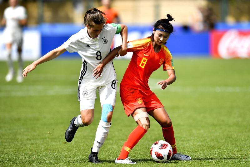 SAINT-Shen Mengyu (R) of China vies with Jana Feldkamp of Germany during a Group D match at the FIFA U-20 Women's World Cup France 2018 in Saint-Malo, France on Aug. 9, ...
