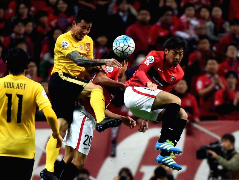 SAITAMA, April 5, 2016 - Zhang Linpeng (2nd L) of China's Guangzhou Evergrandtaobao vies for the ball during the AFC Champions League Group H football match against Japan's Urawa Red Diamonds in ...