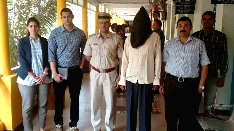 Goa Police present before press Shyam Kishor - a shooter of Dawood gang, who was arrested from Saligao on Feb 15, 2015.