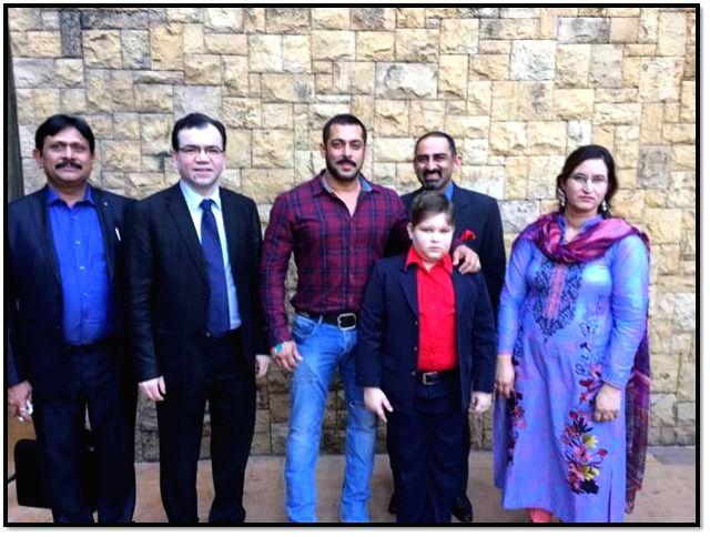 Salmaan Khan meeting Abdul Bashit and mother with Dr Subash Gupta and Dr Anupam Sibal in Mumbai. - Salmaan Khan and Subash Gupta