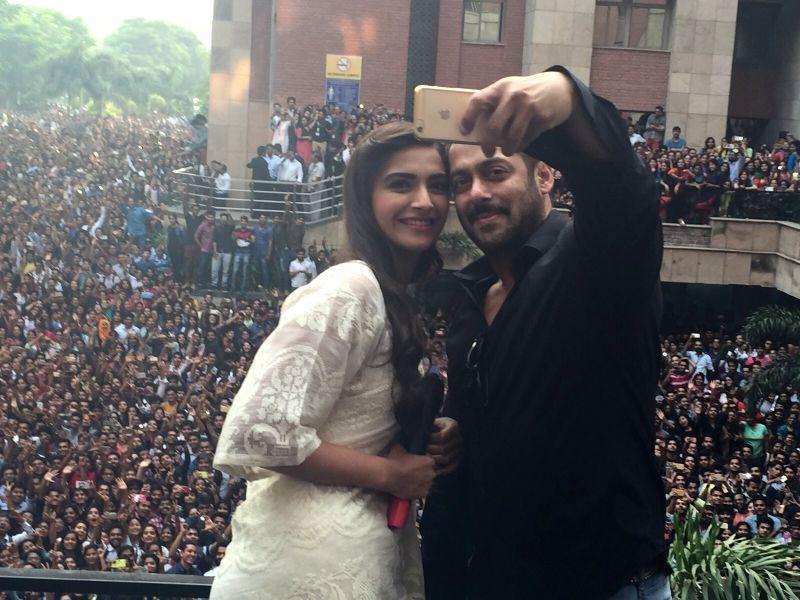 Salman, Sonam go on selfie spree in Noid