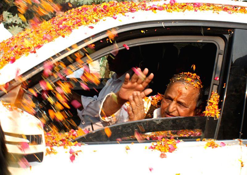 Samajwadi Party chief Mulayam Singh Yadav arrives to attend his birthday celebrations at Safai, Uttar Pradesh on Nov 22, 2015. - Mulayam Singh Yadav