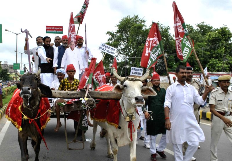 Samajwadi Party leaders stage a demonstration to press for their different demands in Patna on Aug 11, 2016.