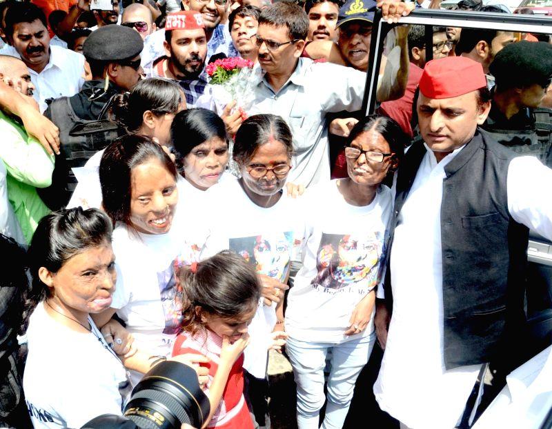 Samajwadi Party President Akhilesh Yadav meets acid attack victims, in Agra, on July 17, 2018. - Akhilesh Yadav