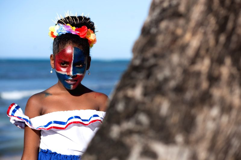 """A girl watches the parade of the """"Carnival Waves of the Ocean 2015"""" in Las Terrenas of Samana Province, the Dominican Republic, March 7, 2015. (Xinhua/Fran ..."""