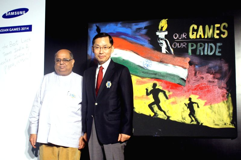 Samsung South West Asia, CEO B.D. Park and IOA president N. Ramachandran during a programme in New Delhi on Aug 28, 2014.
