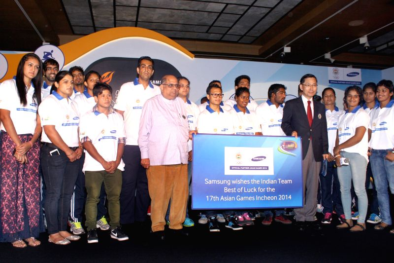 Samsung South West Asia, CEO B.D. Park and IOA president N. Ramachandran with `Samsung Sports Ratnas` during a programme in New Delhi on Aug 28, 2014.
