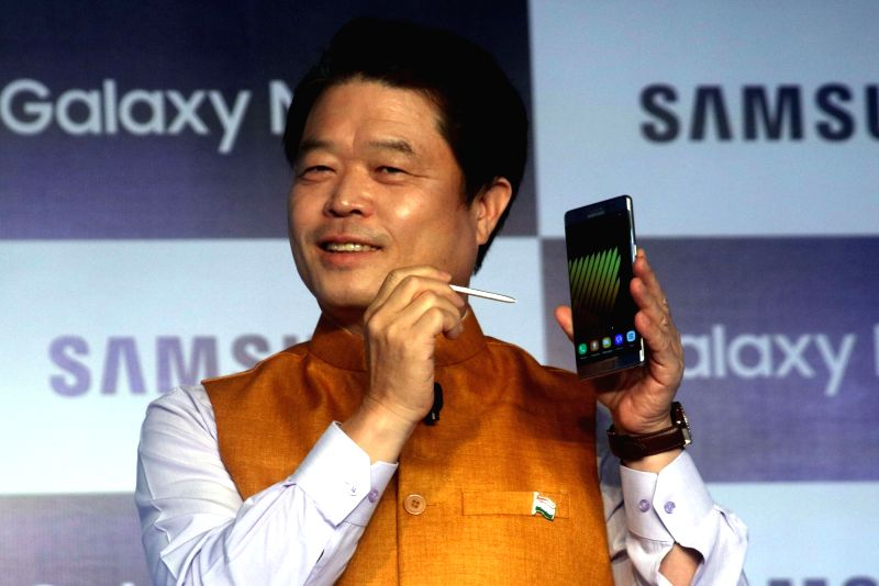 Samsung Southwest Asia President and CEO H.C. Hong launches Galaxy Note 7 and Gear Fit 2, in New Delhi on Aug 11, 2016.