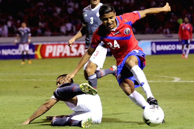 Costa Rica's Johan Venegas (R) controls the ball during an international friendly match, against Paraguay, held at National Stadium, in San Jose, capital of Costa ...