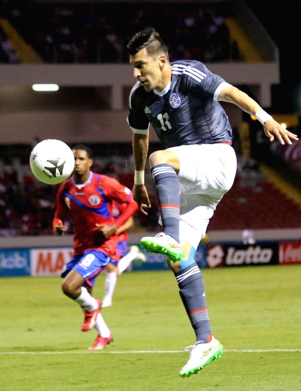 Paraguay's Edgar Benitez (R) controls the ball during an international friendly match against Costa Rica, held at National Stadium, in San Jose, capital of Costa ...