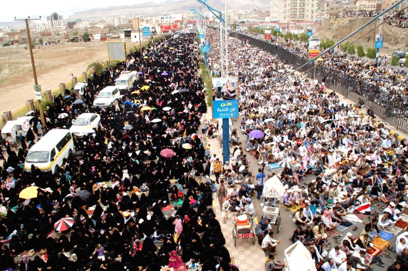 Yemeni pro-government protesters rally in Sanaa, Yemen, on Aug. 29, 2014. Hundreds of thousands of pro- and anti-government Yemenis staged demonstrations across the ..