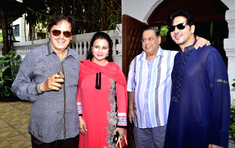 Sanjay Khan, Poonam Dhillon, David Dhawan and Zayed Khan at Akbar Khan`s residence during a Get-together, in Mumbai, on July 22, 2016. - Sanjay Khan, Zayed Khan and Akbar Khan