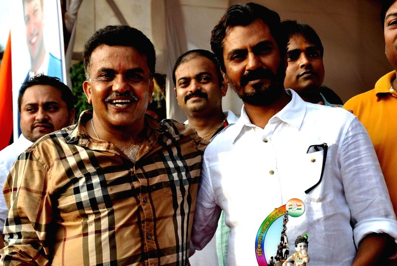 Sanjay Nirupam & Nawazuddin Siddiqui during Dahi Handi festival at Politician Sanjay Nirupam`s Dahi Handi in Mumbai on August 29, 2013. - Nawazuddin Siddiqui