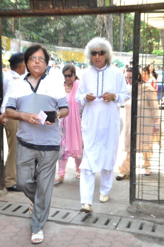 Santoor player Pandit Shivkumar Sharma after casting his vote at a polling booth during the sixth phase of 2014 Lok Sabha Polls in Mumbai on April 24, 2014. - Pandit Shivkumar Sharma