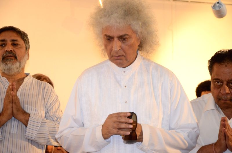 Santoor player Pandit Shivkumar Sharma at the funeral of classical renowned Hindustani classical vocalist Kishori Amonkarin Mumbai on April 4, 2017. - Pandit Shivkumar Sharma