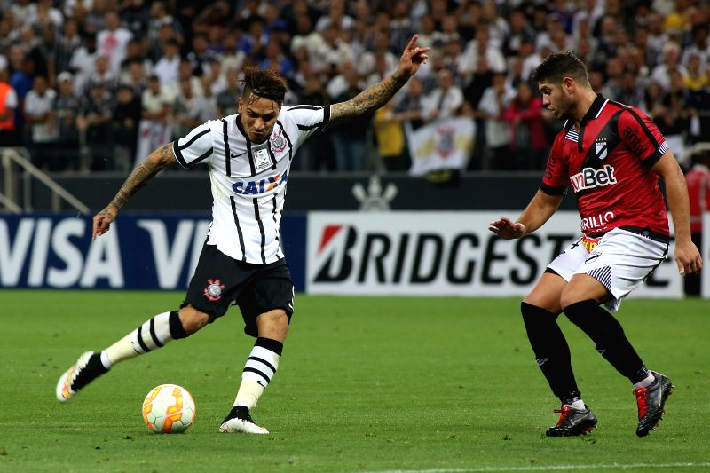 Corinthians' Paolo Guerrero (L) vies for the ball with Dabnubio's Matias de los Santos (R) during the Group 2 match of the 2015 Libertadores Cup at Arena ...