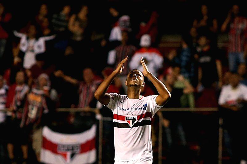 Sao Paulo's Luis Fabiano celebrates his scoring against Corinthians during the match of Copa Libertadores in Sao Paulo, Brazil on April 22, 2015. (Xinhua/Rahel ...