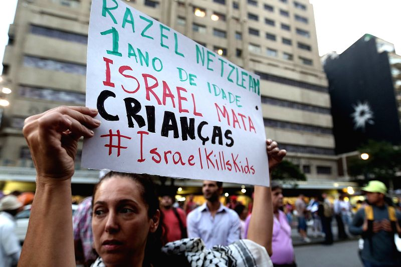 People take part in a protest against the Israeli military operations in the Gaza Strip, in Sao Paulo, Brazil, on Aug. 4, 2014.  (da) ..