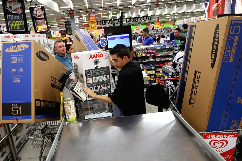 Sao Paulo (Brazil): Residents make purchases at a shop during the Black Friday, in Sao Paulo, Brazil, on Nov. 27, 2014.