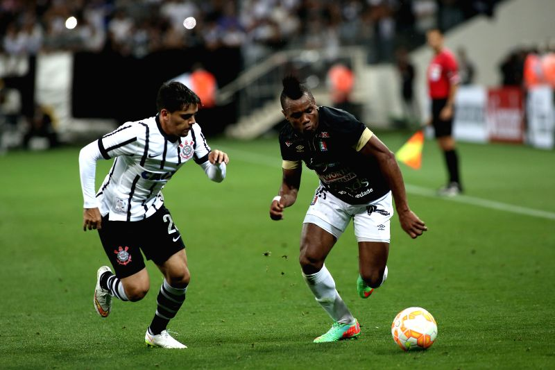 Fagner (L) of Brazil's Corinthians vies for the ball with Luis Murillo of Colombia's Once Caldas during the match of the Copa Libertadores in Sao Paulo, Brazil, .