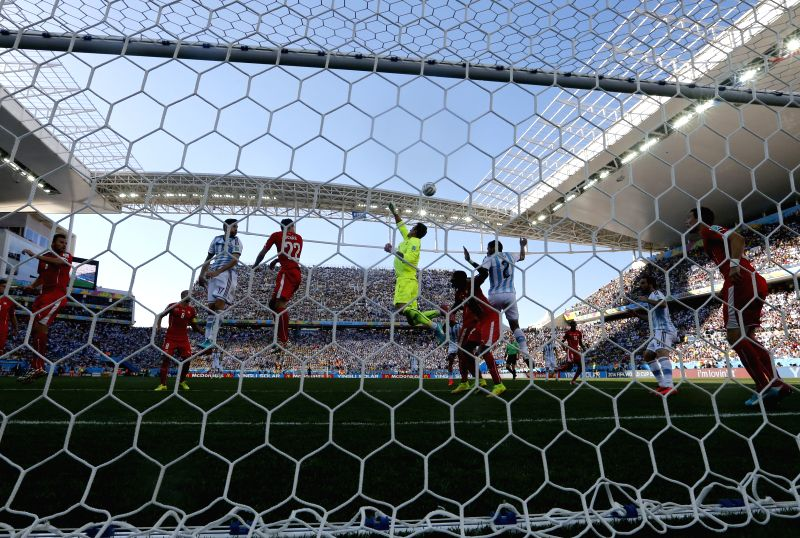 Switzerland's goalkeeper Sergio Romero (C) attempts to pluck the ball during a Round of 16 match between Argentina and Switzerland of 2014 FIFA World Cup at the ...