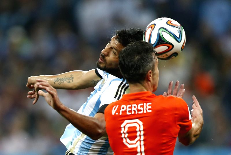 Argentina's Ezequiel Garay (L) vies with Netherlands' Robin van Persie during a semifinal match between Netherlands and Argentina of 2014 FIFA World Cup at the ...