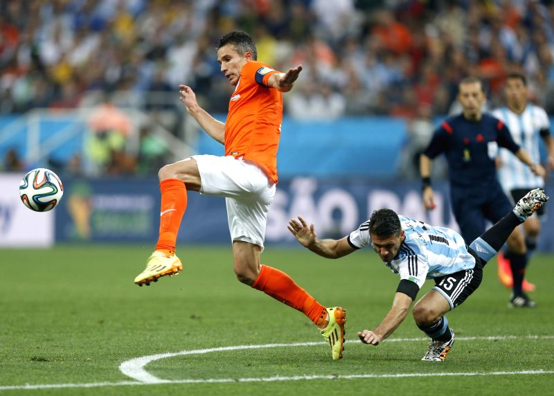 Argentina's Martin Demichelis (R) fails to defend against Netherlands' Robin van Persie during a semifinal match between Netherlands and Argentina of 2014 FIFA ...